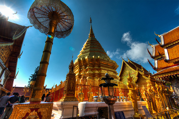 Chuông nguyện cầu ở ngôi chùa vàng Thái Lan